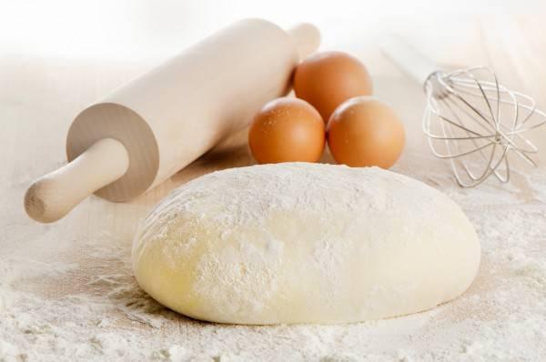 Тесто и яйца для собак